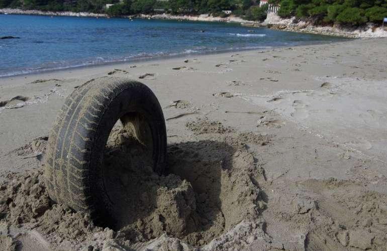 Mljet beach cleaning